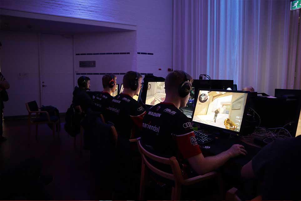 AaB esport tilbyder træning i spillene Counter strike (CSGO), League of Legends, Overwatch, Rocket League, Fortnite og FIFA. AaB esport træner i Aalborg, Nordjylland.