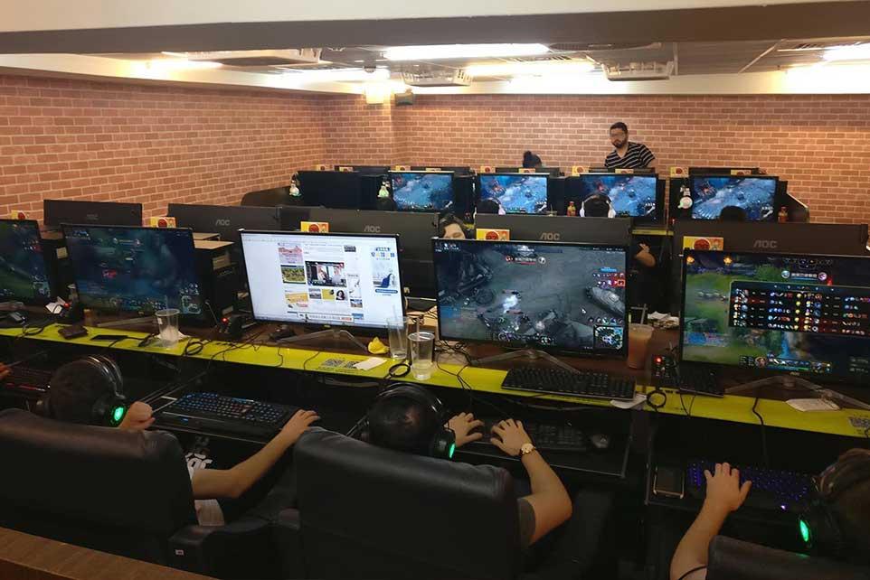 AaB esport tilbyder træning i spillene Counter strike (CSGO), League of Legends, Overwatch, Rocket League, Fortnite og FIFA