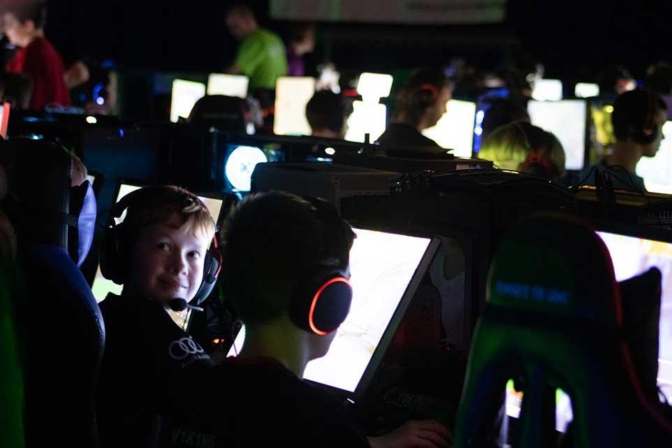 AaB esport tilbyder træning i spillene Counter strike (CSGO), League of Legends, Overwatch, Rocket League, Fortnite og FIFA. AaB esport træner i Aalborg, Nordjylland. Esportforening i Nordjylland.